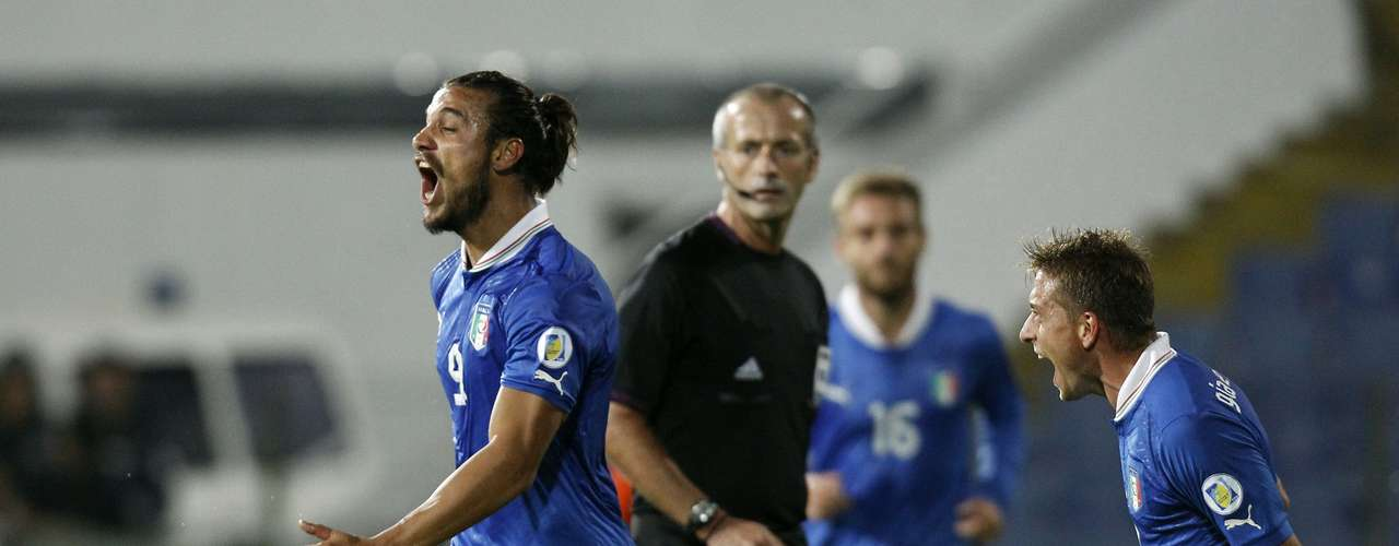 Osvaldo, who was born in Argentina, scored his first two official goals for the senior Italian side.   REUTERS/Stoyan Nenov