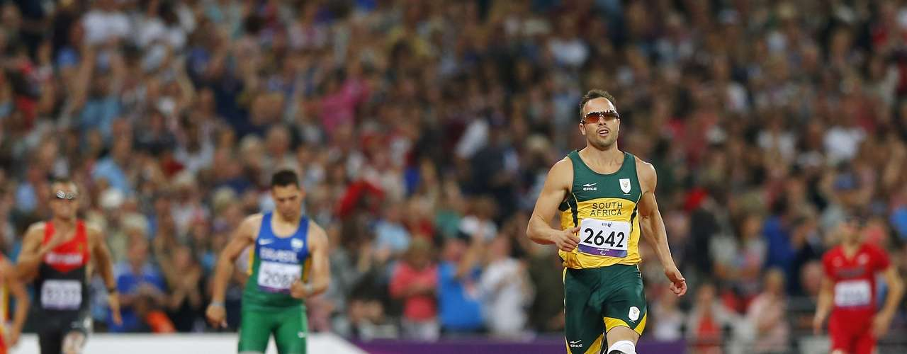 Oscar Pistorius (front) of South Africa runs to win the Men's 400m T44 Final.