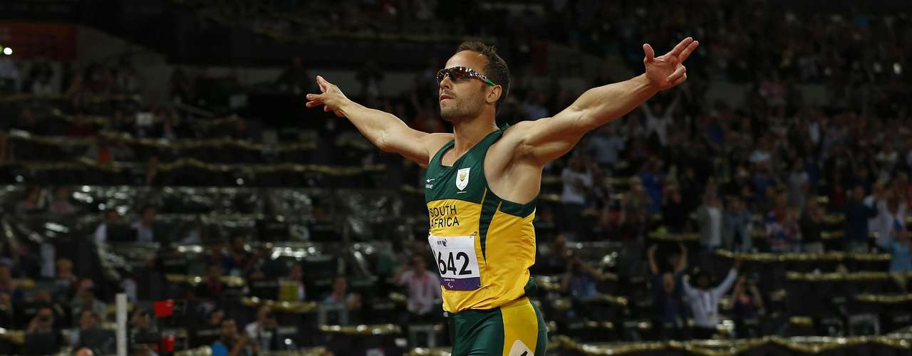 Pistorius celebrates after crossing the finish line in the 400-meter final.