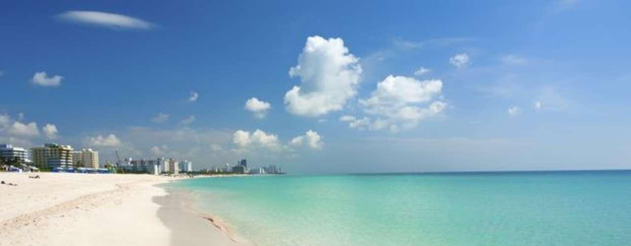 Souch Beach, Miami, EUA: estudiantes universitarios y celebridades se reúnen en South Beach para vivir de las fiestas. Nikki Beach, que es un sofisticado restaurante se transforma en una fiesta al aire libre cuando el sol se pone. Las casas nocturnas tienen pistas de baile y bares.