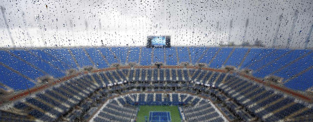 The beginning of play was delayed after a tornado warning was announced in New York.