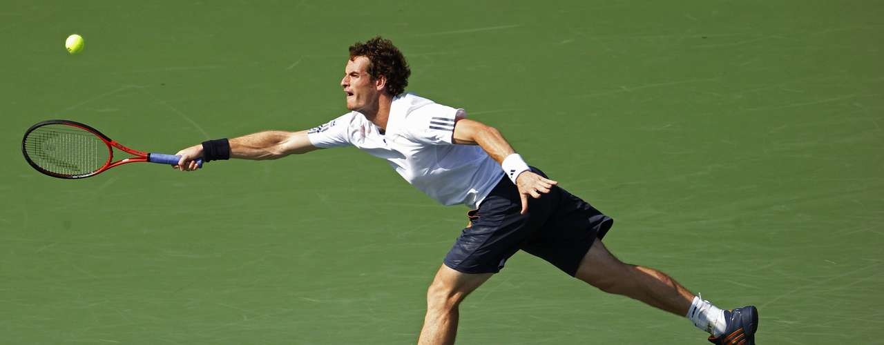 Andy Murray hurried past the next two sets as Berdych failed to adapt to the gusts of wind.