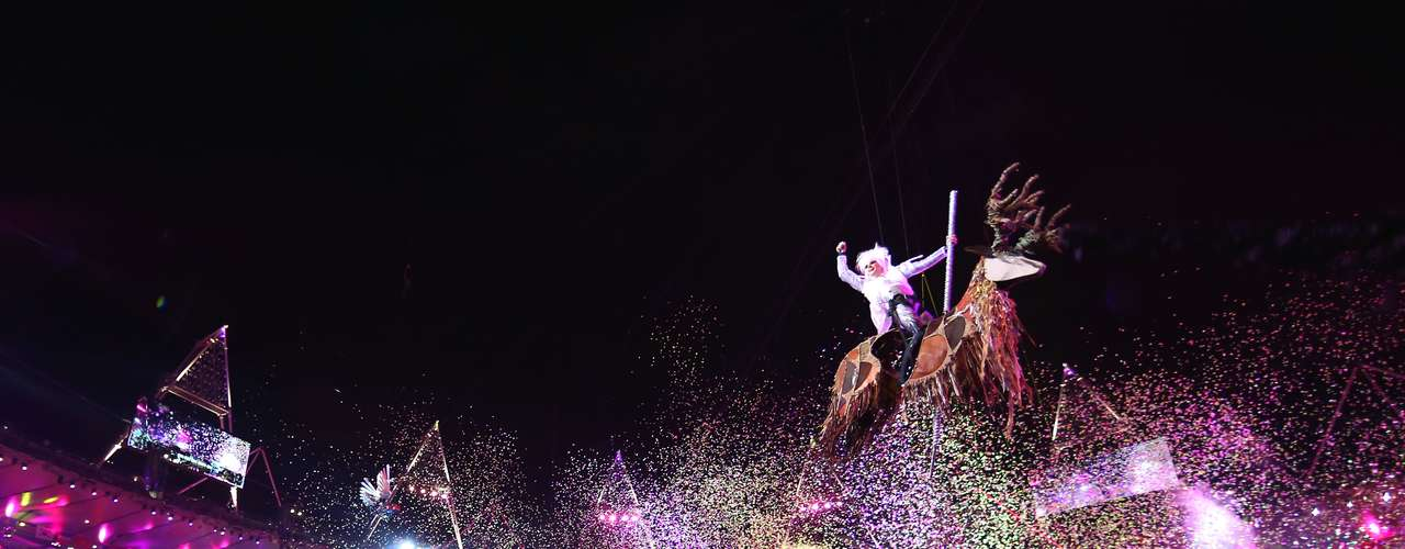 El espectáculo emocionó a todos los asistentes al Estadio Olímpico.
