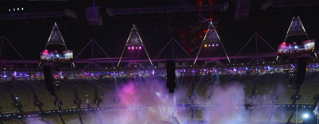 Athletes and performers take part in the closing ceremony of the London 2012 Paralympic Games in the Olympic Stadium September 9, 2012.     REUTERS/Toby Melville (BRITAIN  - Tags: SPORT OLYMPICS)