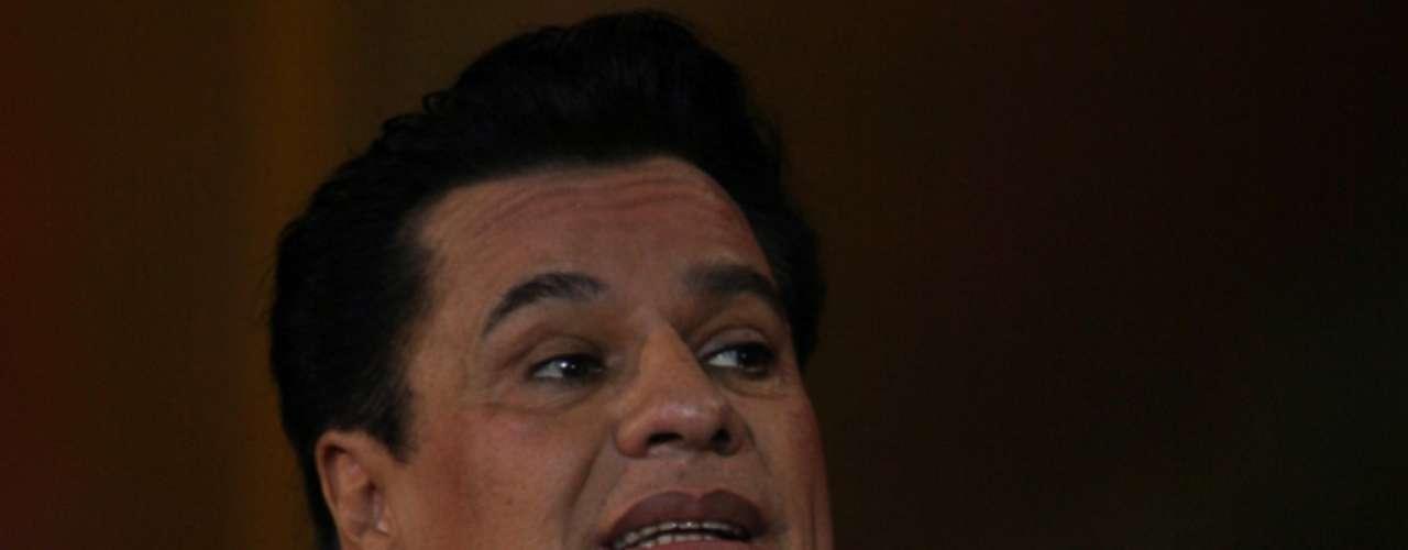 Juan Gabriel es un ícono de la música mexicana, pero pocos mexicanos saben que su nombre de pila es Alberto Aguilera Valadez.