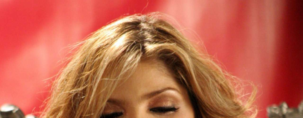 La autonombrada Reina Grupera aprovechó su lanzamiento como cantante para dejar atrás el nombre de Altagracia Ugalde y darse a conocer como Ana Bárbara.