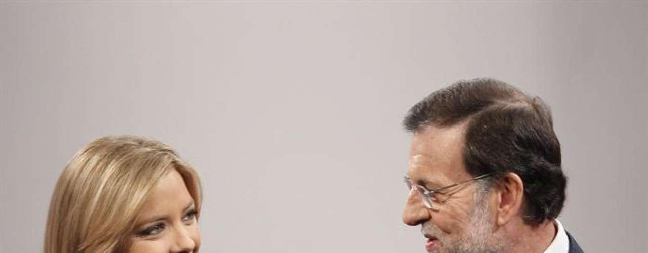 El presidente del Gobierno, Mariano Rajoy, conversa con la periodista de TVE, María Casado.