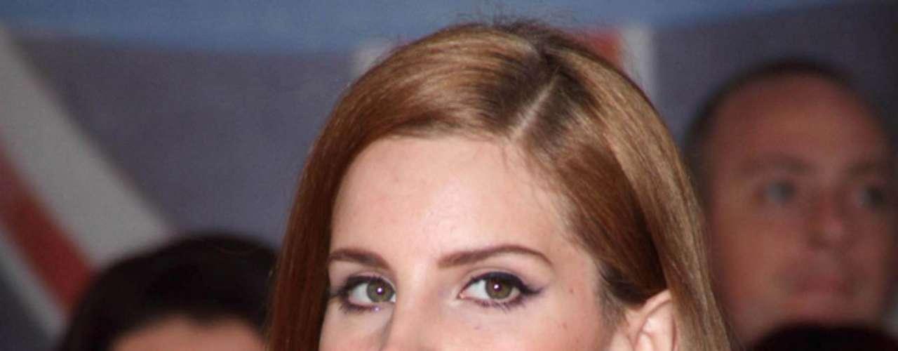 Elizabeth Woolridge Grant decidió cambiar de nombre para su carrera artística. Tomó el nombre de la actriz Lana Turner y lo mezcló con el del automóvil Ford Del Rey, para hacerse llamar Lana Del Rey.