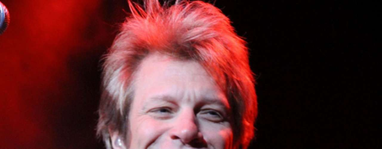 El cantante John Francis Bongiovi, Jr. se apiadó de sus fans y solamente se hizo llamar Jon Bon Jovi.