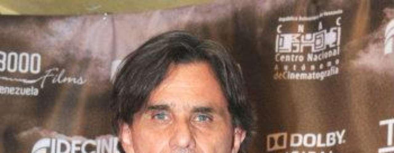 Este actor, productor y director mexicano nació el 2 de septiembre de 1954, en Torreón, Coahuila. stá casado con la actriz nacionalizada mexicana de origen argentino Christian Bach y tienen dos hijos: Sebastián (también actor) y Emiliano. El histrión, que interpretó al criminal 'Epifanio Vargas' en \