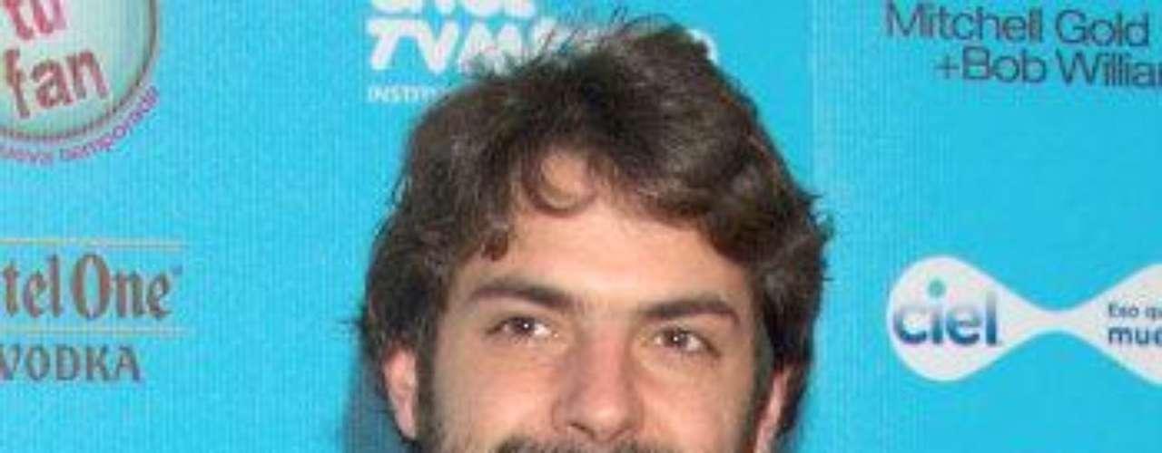 El hijo del director de teatro mexicano Luis de Tavira y la actriz argentina Rosa María Bianchi nació en México, D.F., el 27 de septiembre de 1983. Su carrera como actor va viento en popa. Recientemente interpretó a \