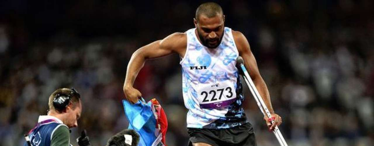 Iliesa Delana, de Fiji, termina en el primer lugar en el salto de altura. El deportista saltó 1,74 m y superó el récord de Oceanía.