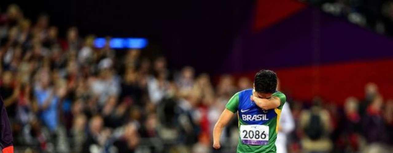 En la final de los 100 m, sin embargo, Yohansson vivió un drama: él era el favorito al oro, pero sufrió una lesión en los primeros metros y cruzó la línea de llegada caminando y llorando.