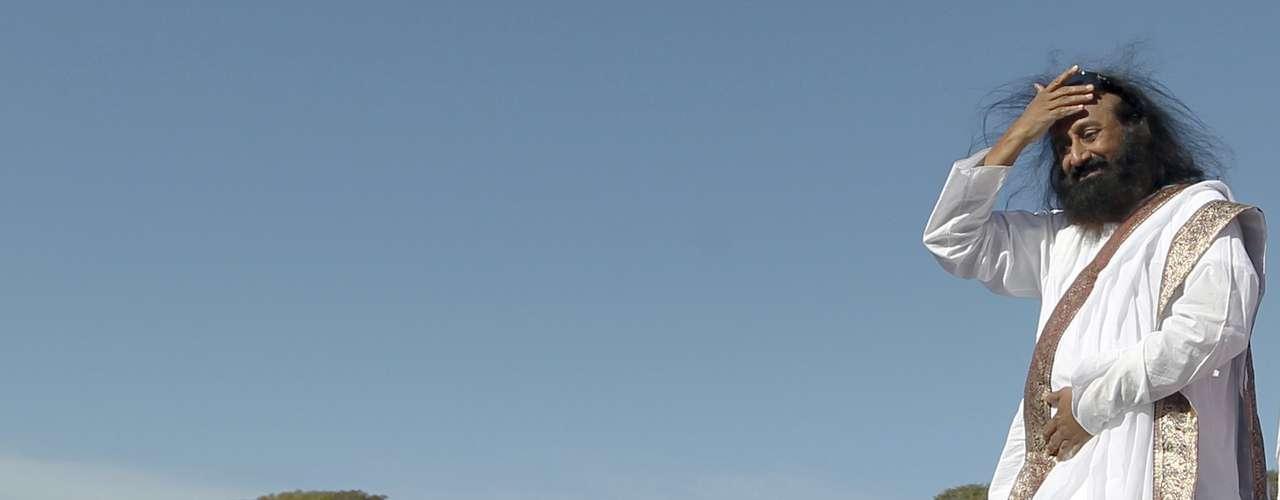 Más de 100.000 personas cerraron los ojos al unísono hoy en Buenos Aires, inspiraron profundamente y entonaron el mantra \