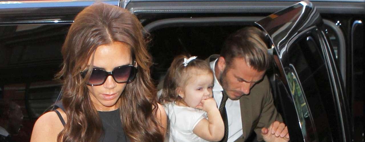 David Beckham y la pequeña Harper Seven acudieron a ver a mamá en el día ten especial.