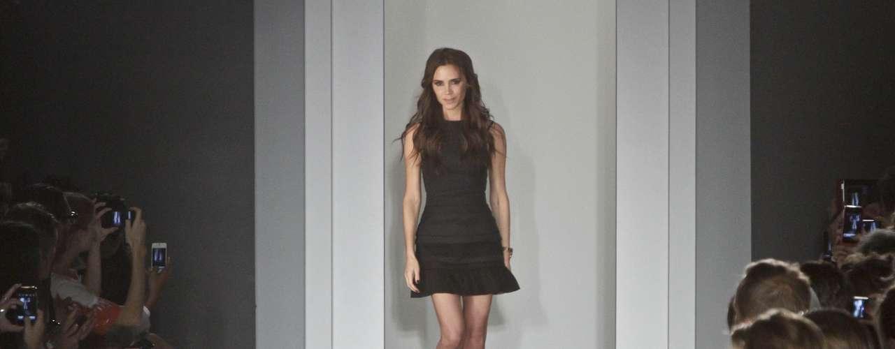 La diseñadora Victoria Beckham presentó su colección primavera-verano 2013 en la Semana de la Moda de Nueva York. Fue todo un éxito y el público se volcó con ella. La mujer de Beckham se emocionó ante la acogida.