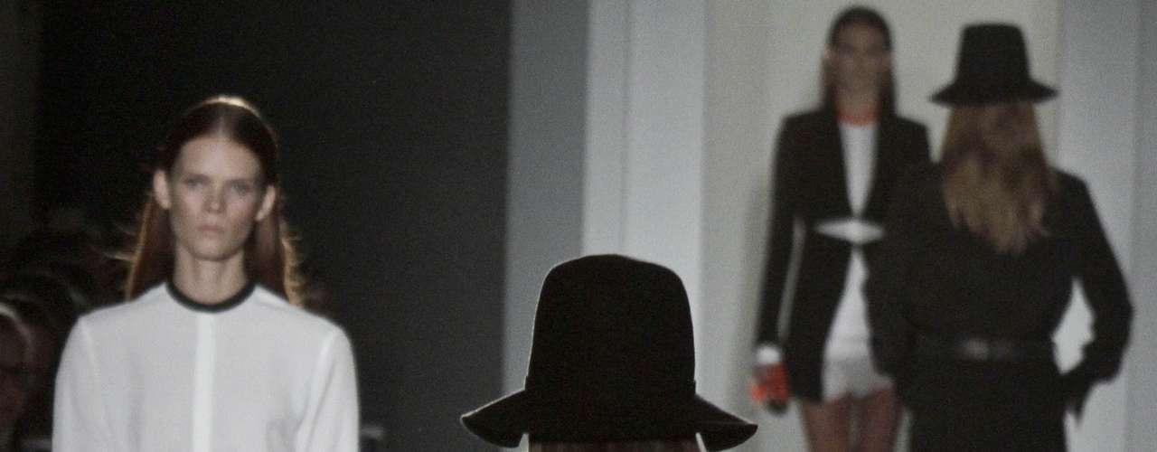 La colección primavera-verano 2013 de Victoria Bekcham fue una de las más aclamadas de la Semana de la Moda de Nueva York. Sus diseños están basado en cortes rectos y prendas sobiras.