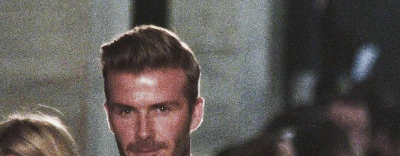 Su marido, David Beckham, acudió al desfile y fue testigo del éxito de su mujer en la pasarela. Él la ha apoyado en todo momento y está feliz de que se le reconozca el trabajo. David no soporta la etiqueta de pija que ha llevado su mujer durante años.