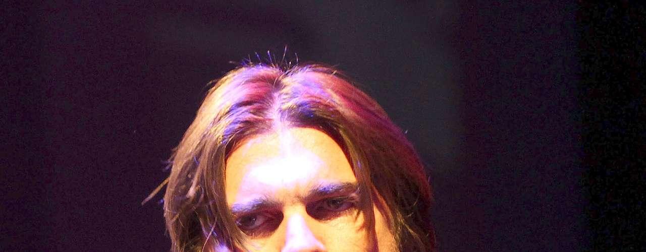 Juanes arrancó cantando un popurrí en el que interpretó canciones como: \