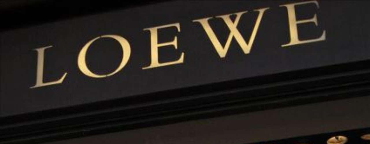 La marca de origen español Loewe también entró a formar parte del grupo de lujo francés en 1996.