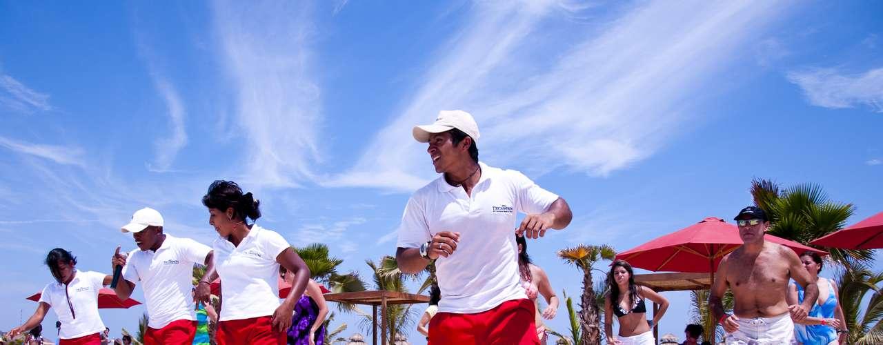 Los bailes son parte del día a día. Experimentados coreógrafos se hacen cargo de esa labor.