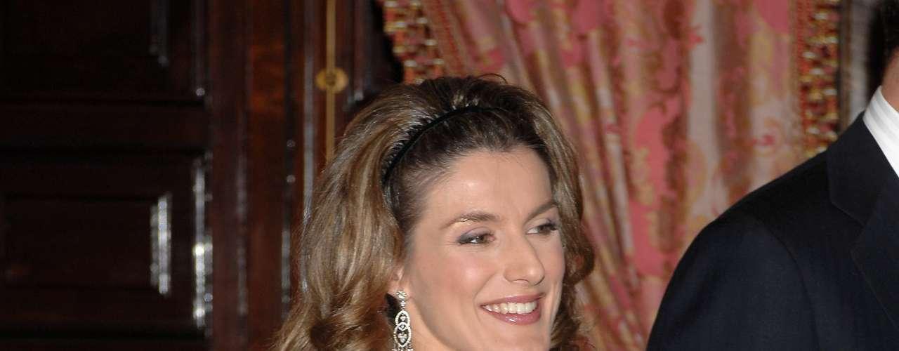 El 29 de enero de 2007, doña Letizia vuelve a estar embarazada. Esta vez es Sofía. Pero el estilo de la Princesa ha vuelto a cambiar. Más sofisticada, vuelve a utilizar los vestidos y deja de un lado los looks de corte más masculino y los pantalones anchos.