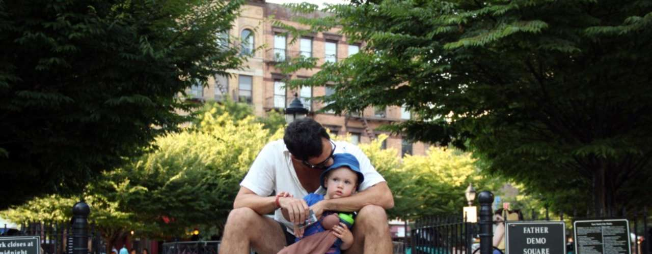 Hay besos entre desconocidos, entre hermanos, entre padres e hijos.