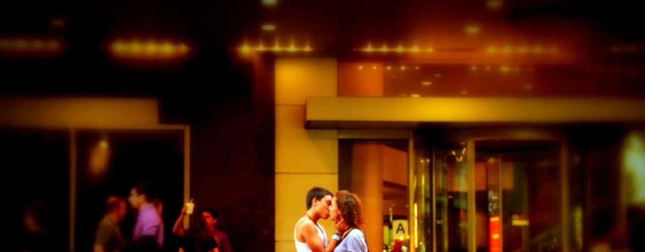 Así retrató a gente besándose en Manhattan, Queens, Brooklyn, Bronx, State Island.
