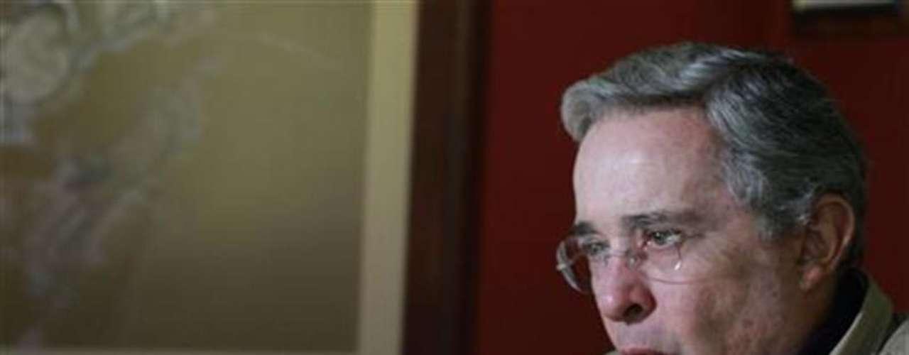 El ex presidente colombiano Alvaro Uribe opina que \