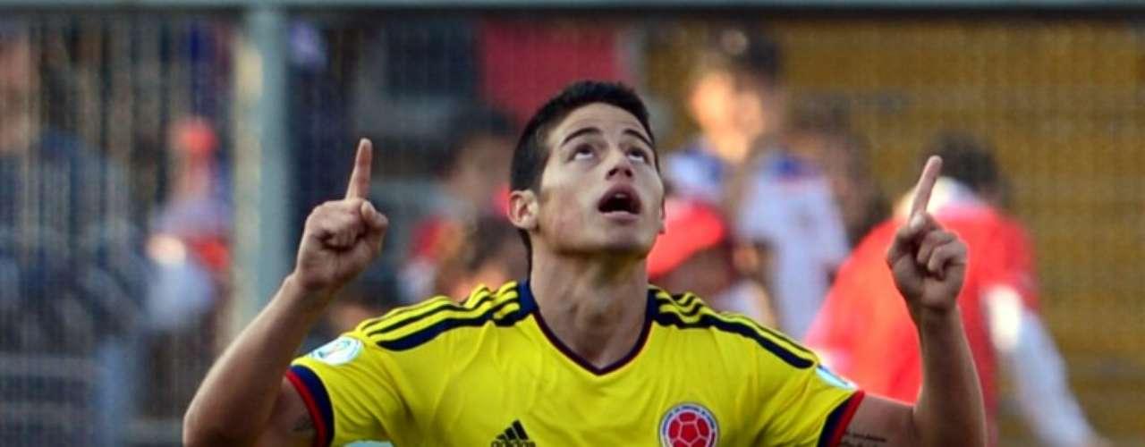James Rodríguez fue el encargado de marcar el gol del empate ante Chile con un cobro de tiro libre que derrotó al arquero Bravo, James tuvo otro remate que pegó en el palo. Colombia en el segundo tiempo fue mejor en ataque y pobre en defensa