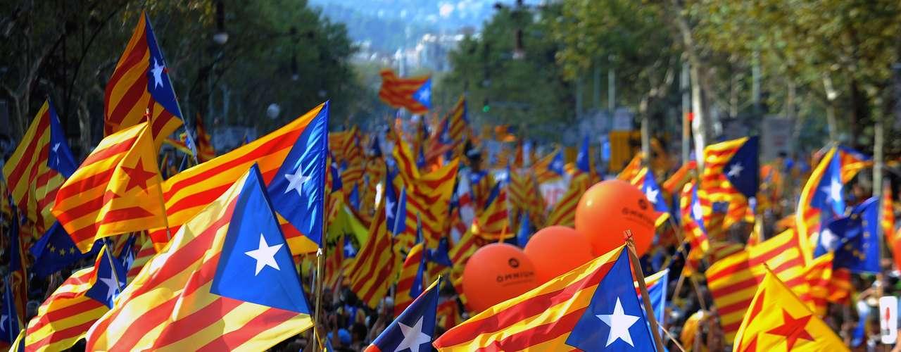 El centro de Barcelona ha estado colapsado por miles de ciudadanos horas antes de que diera comienzo la marcha independentista.