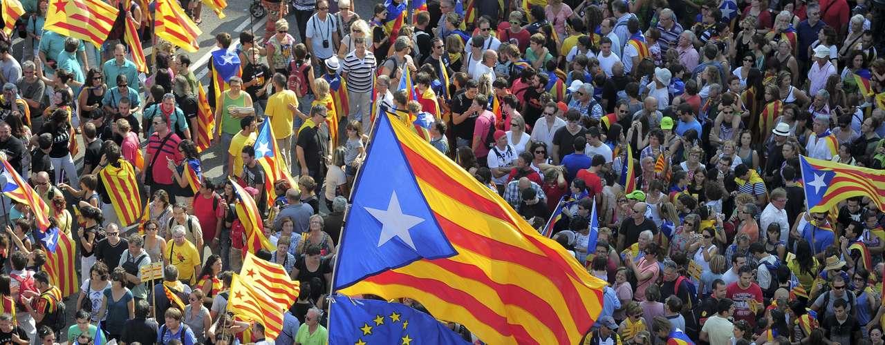 La 'estelade' domina la manifestación independentista convocada con motivo de la Diada en Barcelona. La organización prevé que sea una \