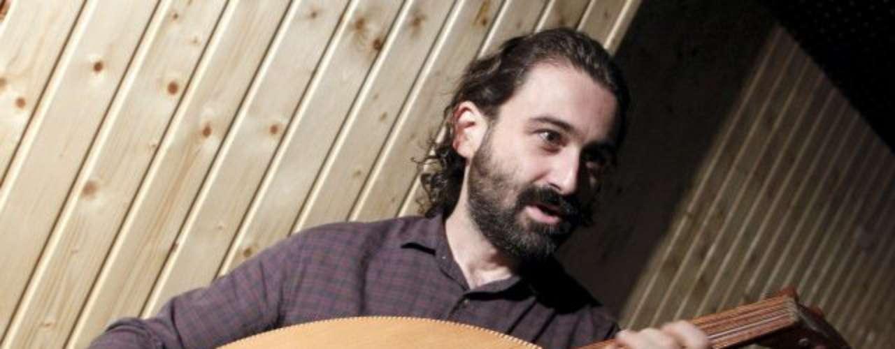 Javier Limón ha sido un protagonista de primera en la historia reciente del flamenco. Como compositor y productor ha sabido trabajar con grandes como Luz Casal, Paco de Lucía, Potito y Concha Buika. Limón ha sido fiel colaborador en los últimos discos de El Cigala.