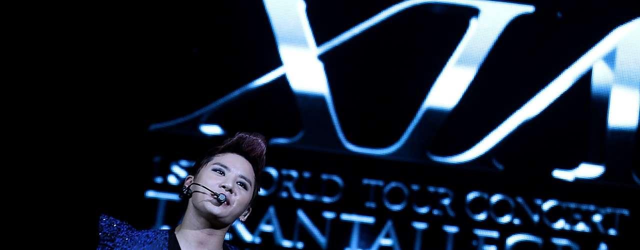 Cintillos con forma de orejitas, globos, letras, carteles y barras fluorescentes adornaban el panorama compuesto anoche por tres mil jóvenes almas que inundaron de gritos el Teatro Caupolicán para el concierto del cantante coreano, Junsu.