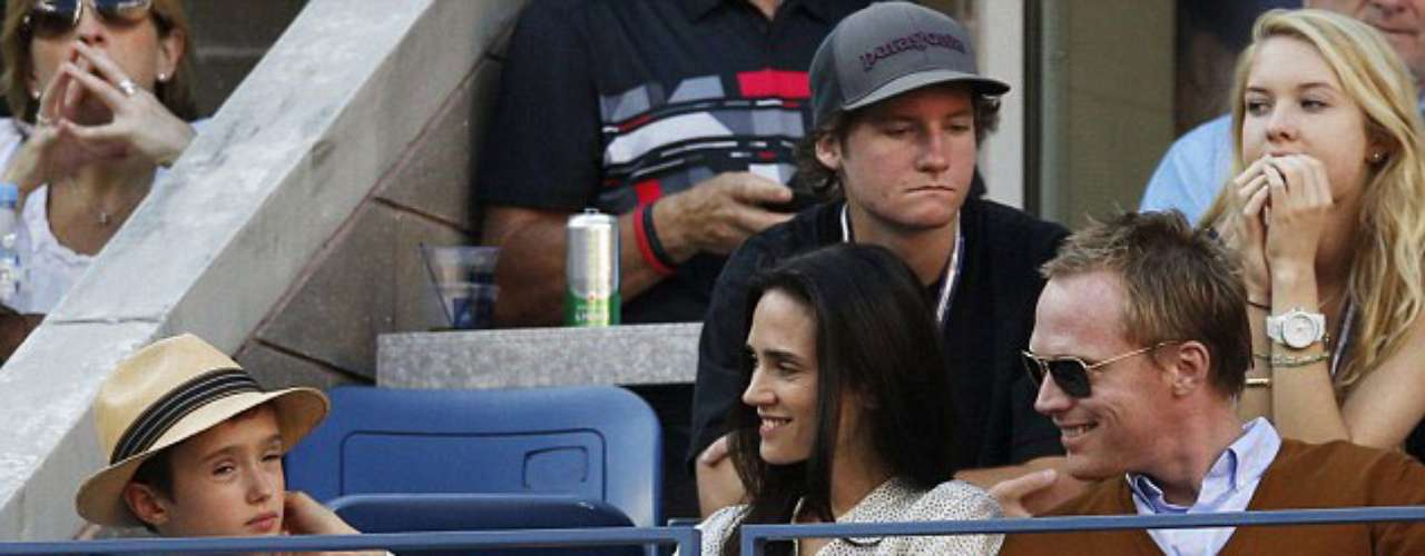 Jennifer Connelly y Paul Bettany con su hijo Stellan en el US Open