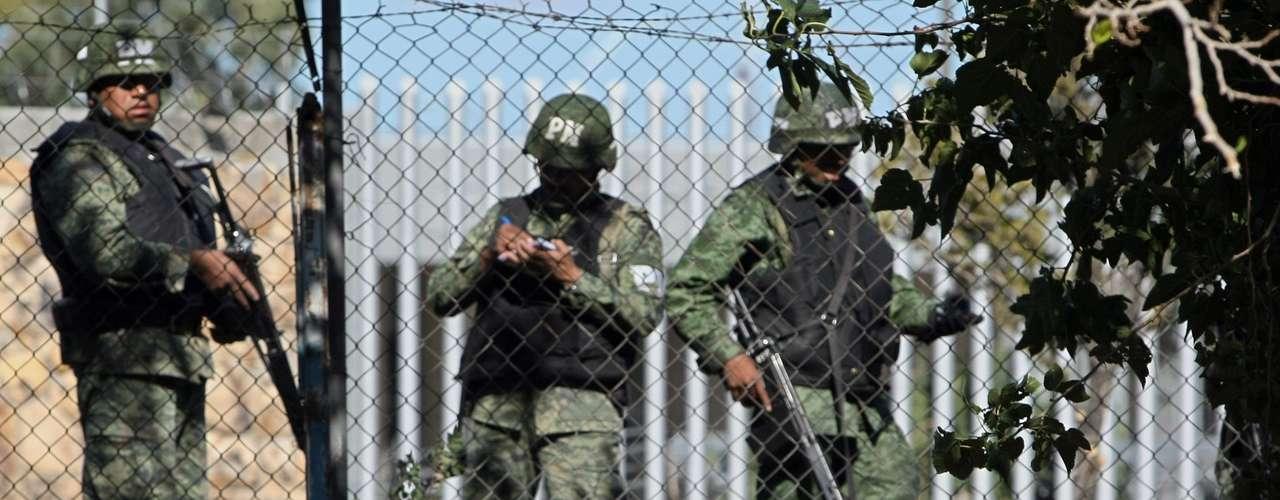 Mientras, Osiel Cárdenas Guillén fue detenido y extraditado a Estados Unidos.