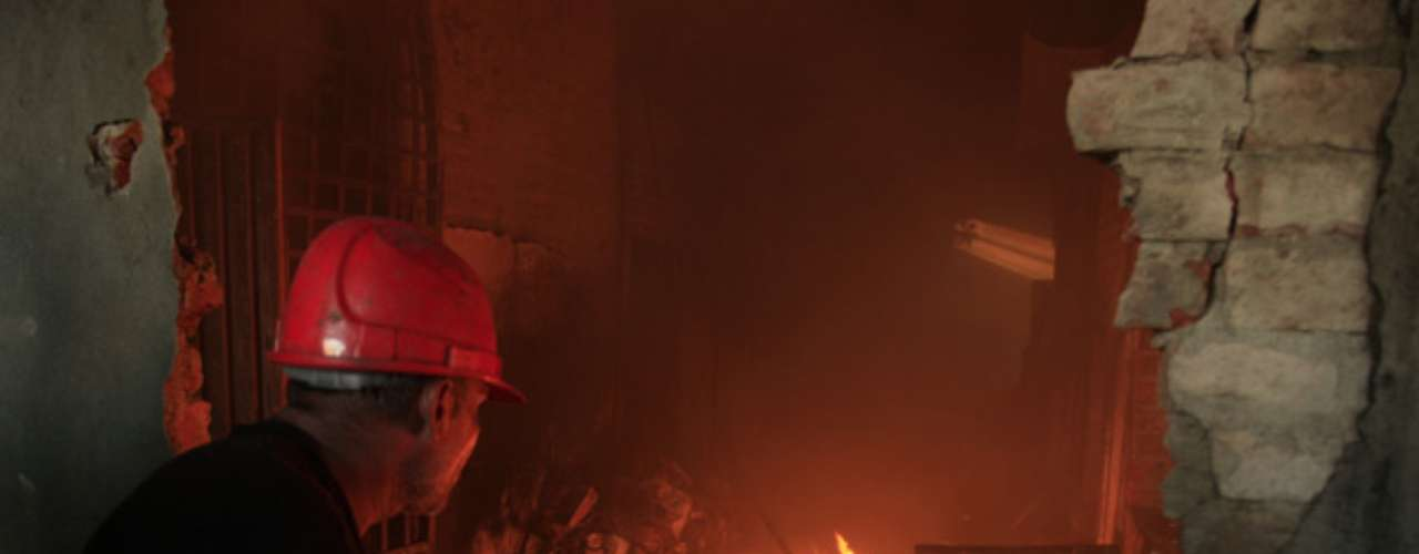La cifra de muertos por los incendios ocurridos este martes en dos fábricas en las ciudades más grandes de Pakistán subió el miércoles a 271, muchos de los cuales perecieron porque no pudieron escapar de edificios que carecían de salidas de emergencia y de medidas básicas como alarmas y rociadores de agua.