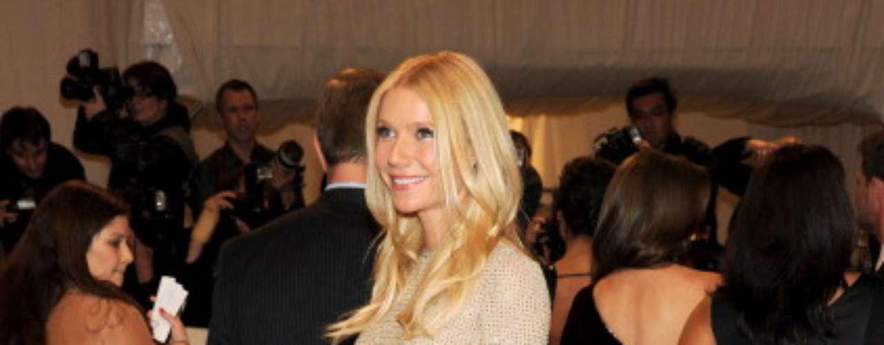 De acuerdo con la revista People, la lista fue elaborada luego de un sondeo realizado con sus lectores, blogueros de moda y varios fashionistas. Todos coincidieron con que el estilo de la actriz es único y especial.