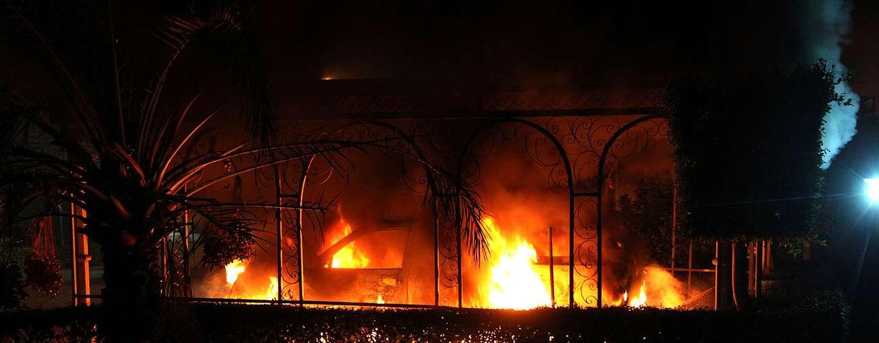 Entre los cientos de personas que participaron en la protesta 'había delincuentes y criminales de toda condición' que irrumpieron en el edificio, lo saquearon y lo incendiaron.
