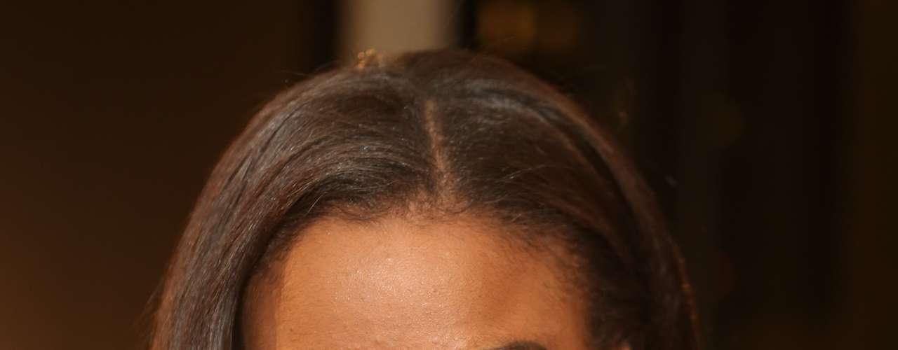 La actual Miss Universo, Leila Lopes, deslumbra a su paso por el front row de esta Semana de la Moda Primavera /Verano 2013.