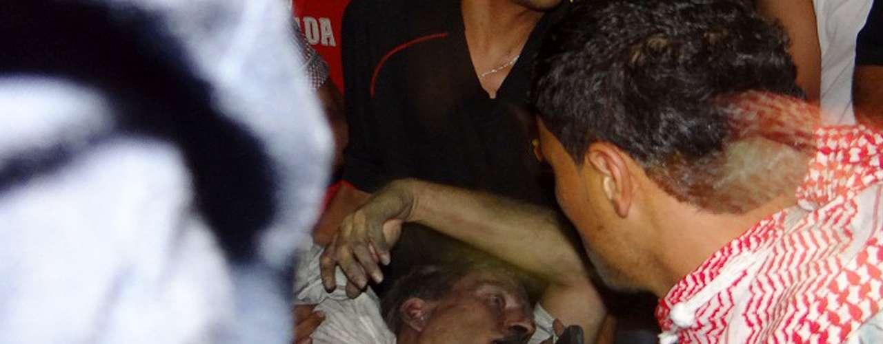 Al Sharf detalló que uno de los agentes del consulado murió al comienzo del asalto y el embajador falleció por asfixia como consecuencia del humo, por lo fue evacuado a un hospital en donde finalmente perdió la vida.