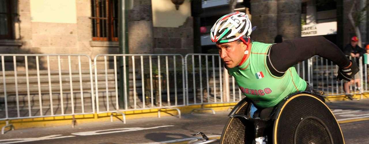 El mexicano Saúl Mendoza, es un triunfador, ya que desde los seis meses de nacido, contrajo poliomielitis, por  lo que sus piernas quedaron muy afectadas, Sin embargo, esto no le impidió competir por México en los Juegos Paralímpicos y ganar varias medallas. También fue nombrado el atleta paralímpico del siglo en el deporte mexicano.