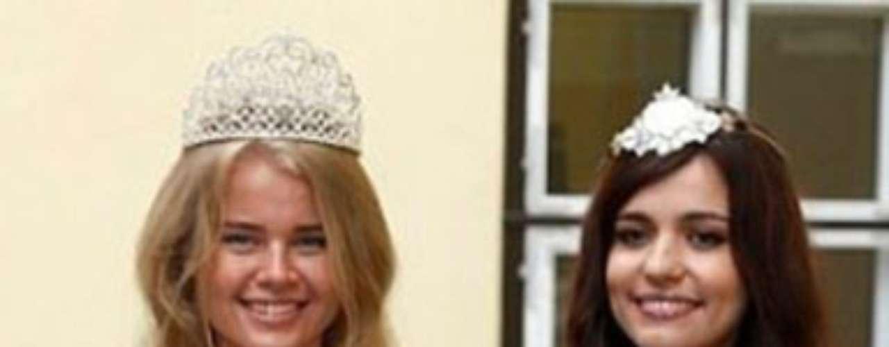 Natalie Korneitsik representará a Estonia en el certamen número 61 de Miss Universo, a pesar de no haber ganado el título de la más bella de su país, pues Katlin Valdmets, quien fuera elegida en el certamen nacional tuvo que viajar al extranjero y no pudo cumplir con este compromiso.