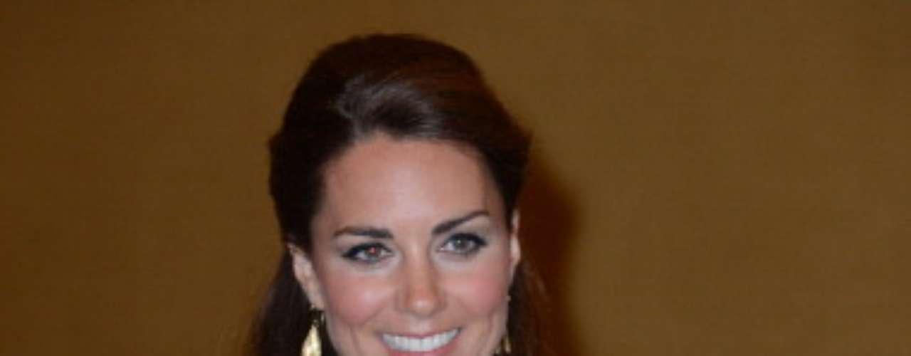 Sin duda alguna el estilo arrollador de Kate Middleton fue el que le otorgó el título como la segunda Mujer Mejor Vestida del año, según la revista People.