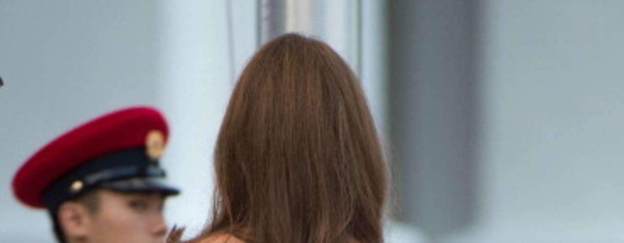 El estampado en su espalda es más abundante. Este modelo sorprende por su color audaz, ya que siempre se le ha visto con colores monocromáticos.