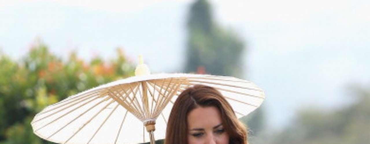 El toque de la sombrilla oriental, es un detalle que la hace brillar.