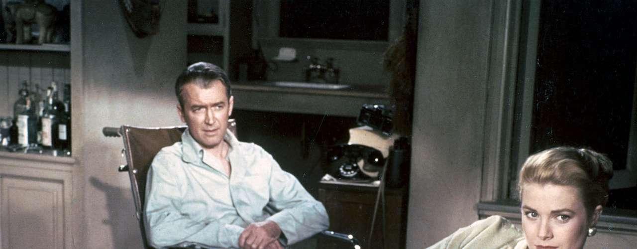 La ventana indiscreta fue uno de los puntos cumbre de la filmografía de Hitchcock y de la propia actriz, que aportó dosis extra de elegancia como novia del voyeur interpretado por James Stewart.