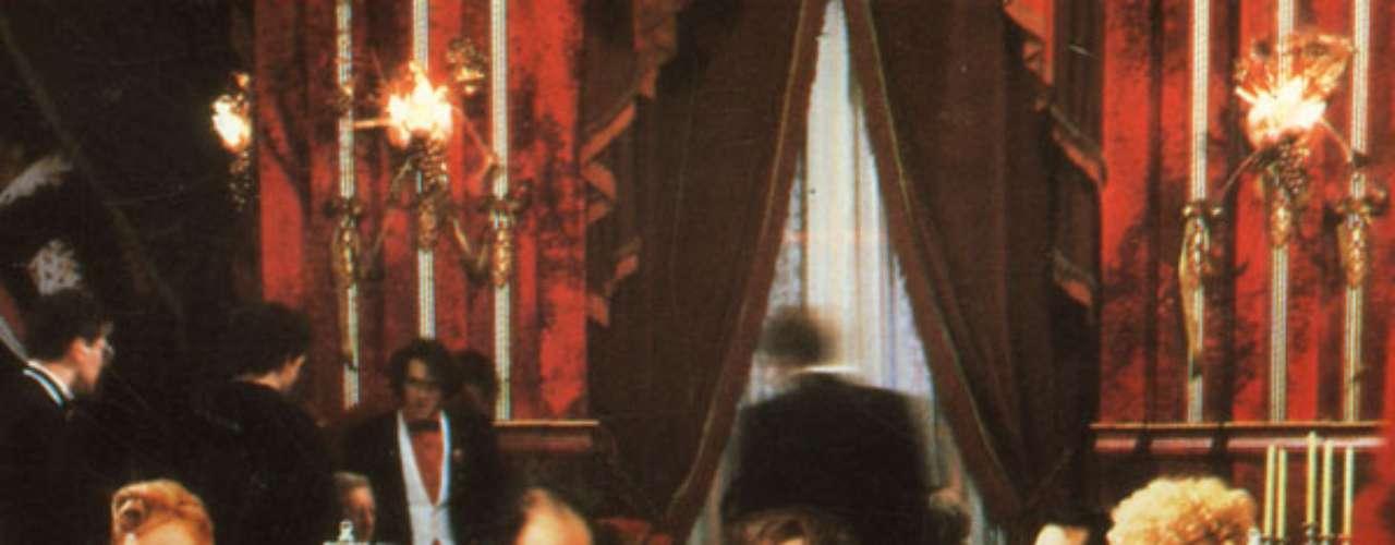 The Cook The Thief His Wife And Her Lover (1989, Peter Greenaway). Compuesta como una gran pintura, con música majestuosa de Michael Nyman, este filme puede ser visto como arte subversivo o como simple pornografía, como muchos la descalificaron. Helen Mirren da el todo como una esposa sumisa que es golpeada y abusada por su marido, intepretado por Michael Gambon, un glotón sin educación, que se comporta como todo un dictador. El filme tiene elementos de violencia gráfica, escatología, y en un giro inesperado, de canibalismo en su grado más perverso. La cinta termina como obra de teatro, dejando en claro que todo fue una simple ficción.