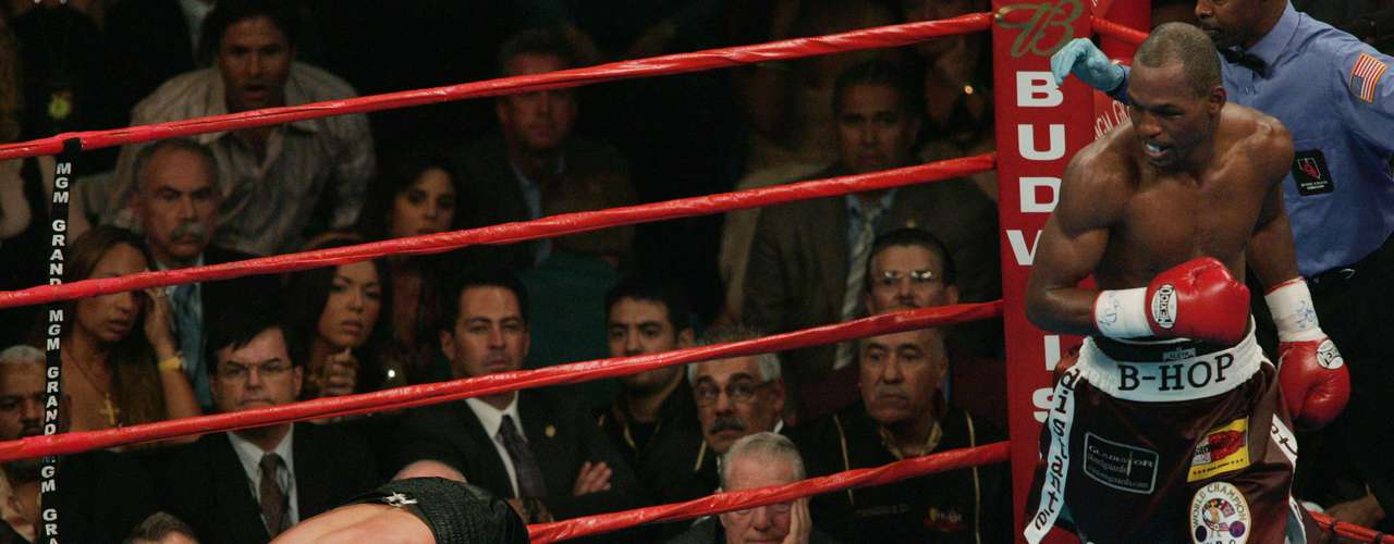 September 18, 2004: The bad memories continued to mount on Independence Day weekend for De La Hoya as he was knocked out in the ninth round by Bernard Hopkins.