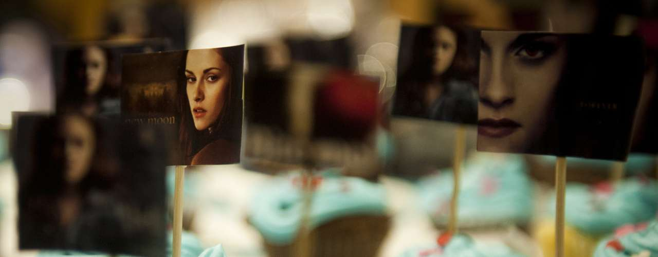 La fiesta de cumpleaños, que incluyó torta y concursos de los fans, se realizó en el Cinemark Plaza Vespucio, y culminó con la presentación del tráiler de Amanecer parte 2 y la proyección de la primera parte. Un momento que no estuvo exento de gritos especialmente en los momentos peak de la cinta, como la luna de miel de Edward con Bella y el torso desnudo de Jacob.